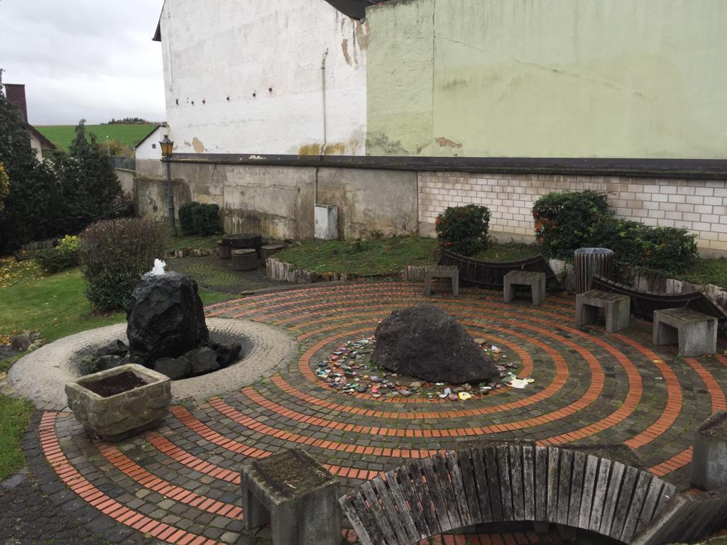 Der Dorfplatz in Franken soll jetzt als atraktiver Treffpunkt neu gestaltet werden